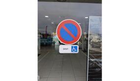 "Sticker autocollant ""stationnement interdit"" - diamètre 400 mm"