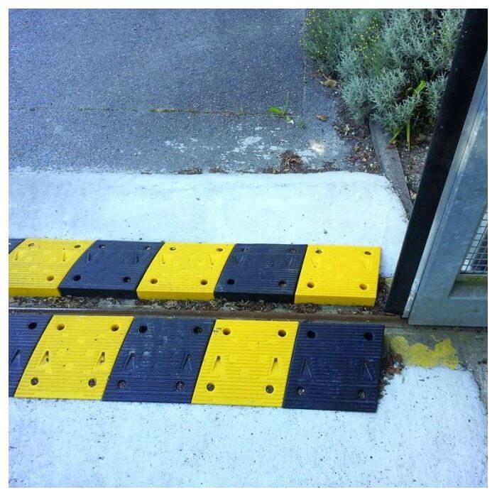 Ralentisseur de parking jaune et noir hauteur 50 mm