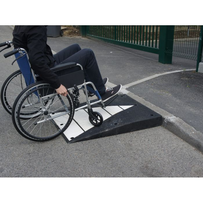 Rampe acces parking jela pour bordures de trottoir for Rampe dacces moto