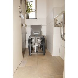 Fauteuil d'accès aux toilettes