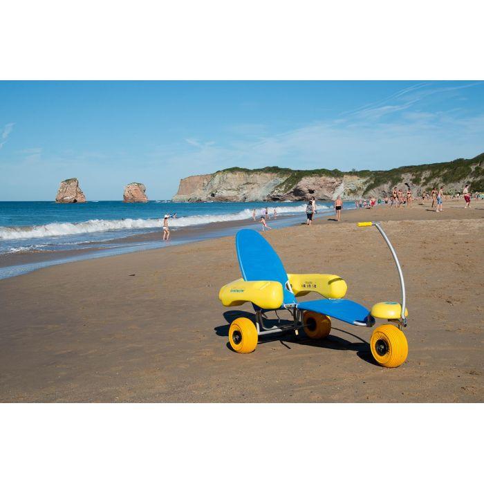 tiralo fauteuil roulant d 39 acc s l 39 eau pour permettre aux pmr de profiter de la plage et de. Black Bedroom Furniture Sets. Home Design Ideas
