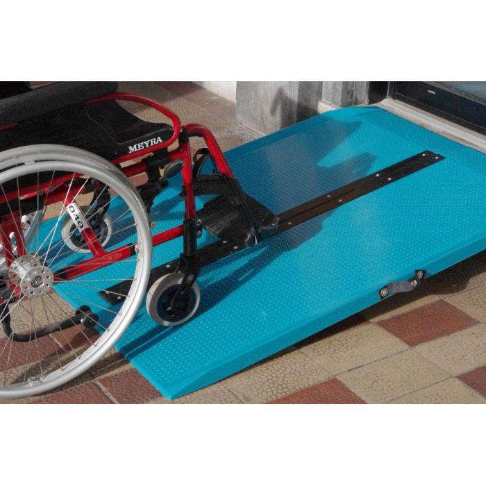 Rampe d 39 acc s amovible valiz permettant de mettre aux normes votre erp for Rampe dacces moto
