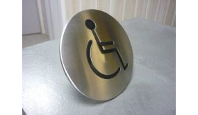 Clou de voirie avec symbole Handicapé