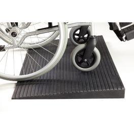 Rampe de seuil en Caoutchouc GOMMY avec fauteuil roulant