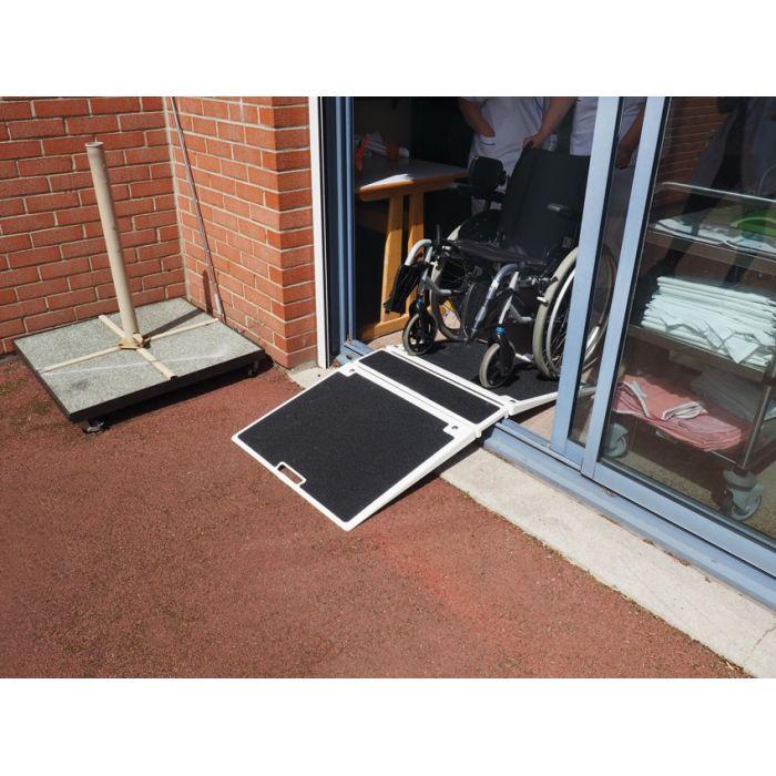 rampe de seuil pliante en fibre de verre id ale pour des hauteurs de 7 15 cm. Black Bedroom Furniture Sets. Home Design Ideas