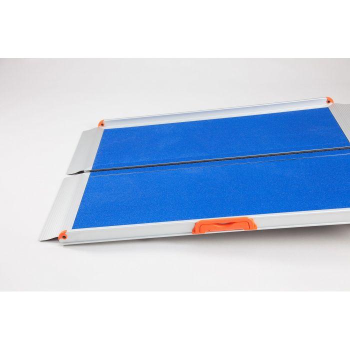 rampe d 39 acc s pmr pliable mobile prem 39 s de 61 cm 244 cm. Black Bedroom Furniture Sets. Home Design Ideas