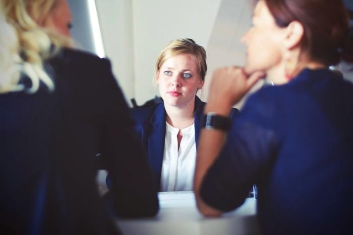 Femme entretien d'embauche