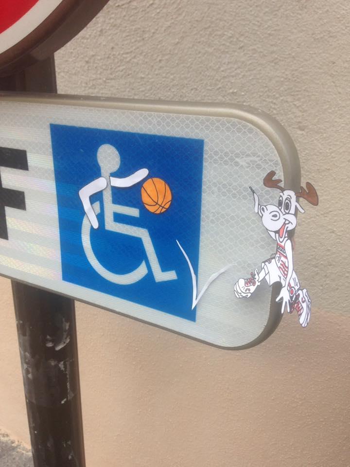 Panneau handicapé basket