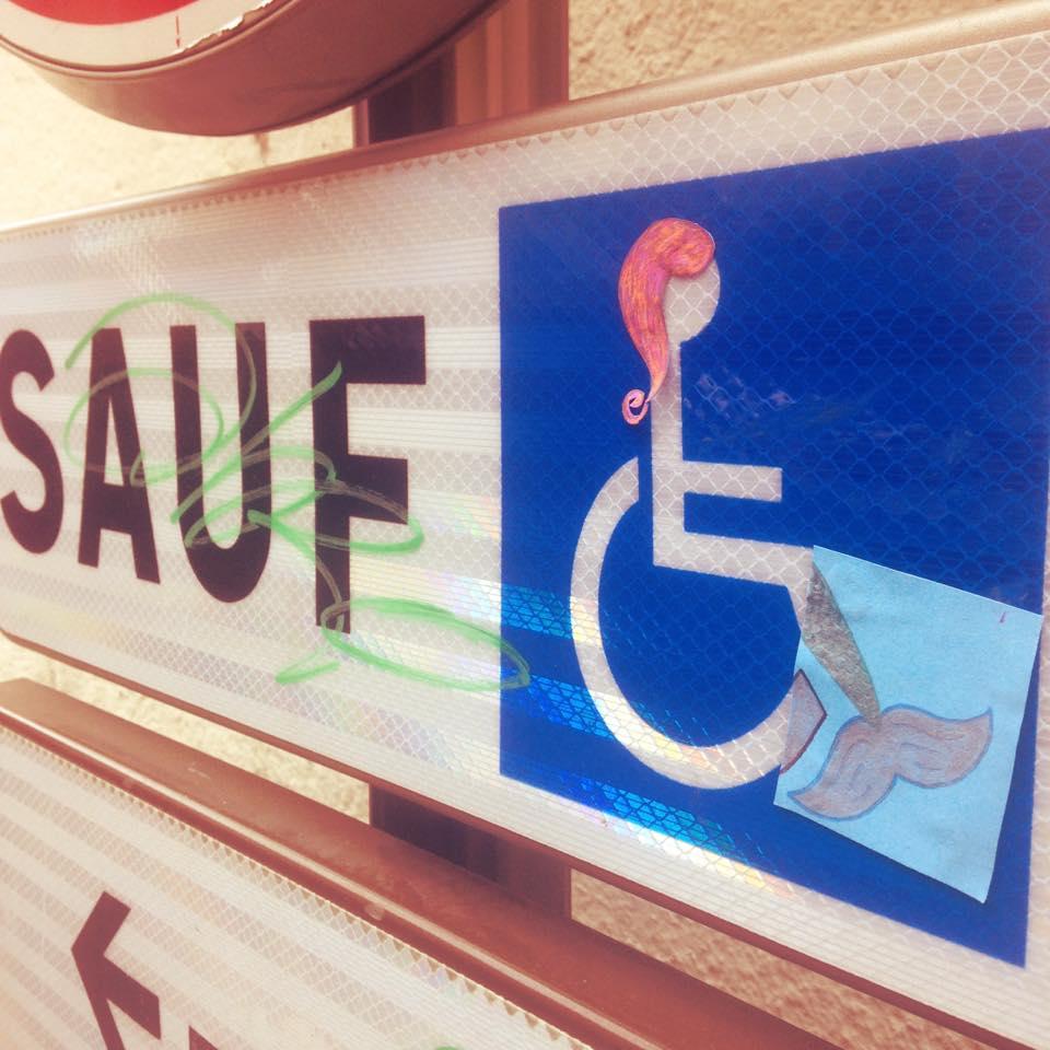 mc solaire d tourne avec brio les panneaux de stationnement pour handicap s handinorme. Black Bedroom Furniture Sets. Home Design Ideas