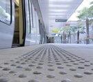 dalle podotactile sur les quais de gare et métro