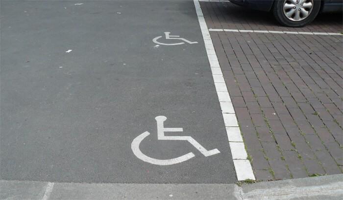 places de stationnement PMR