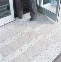 entrée d'immeuble accessible