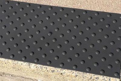 Comment poser les dalles en polyuréthane de type PASDAL, WATLEX, BAO caoutchouc avec de la colle bi-composante