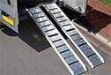 Accessibilité PMR des ERP - Paire de rampes aluminium lisse
