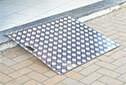 Accessibilité PMR des ERP - Rampe de seuil aluminium MANKOU