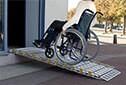 Accessibilité PMR des ERP - Rampe d'accès amovible model enroulable aluminium