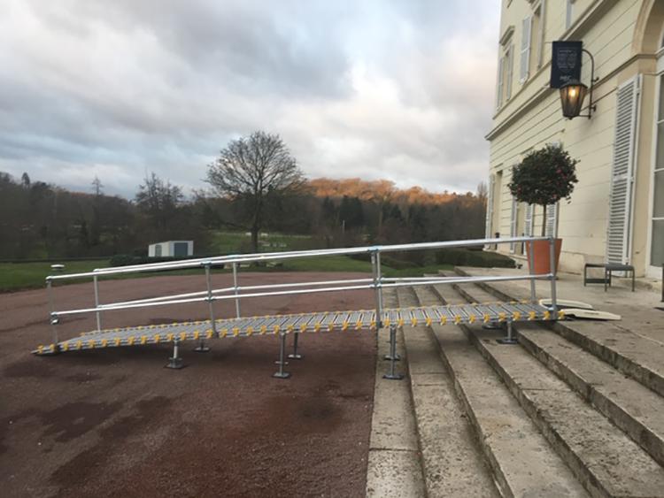 Rampe d'accès Wind en location chez HEC Paris le chateau de coté